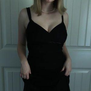 Elegant Form-Fitting Black Dress